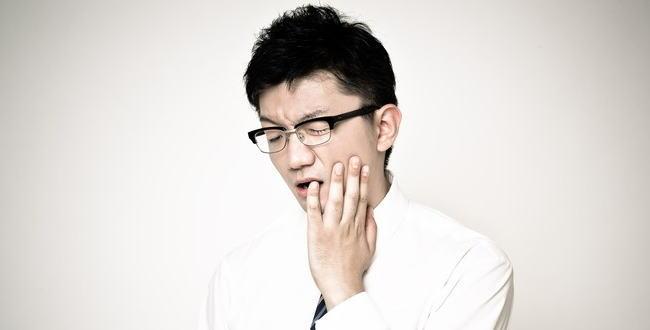 「電動歯ブラシでは普通の歯磨き粉はダメ?【正しいハミガキ方法】」のアイキャッチ画像