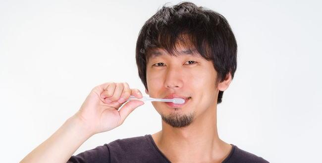 「本当に歯が汚れが落ちて白くなった方法【簡単ホワイトニング】」のアイキャッチ画像